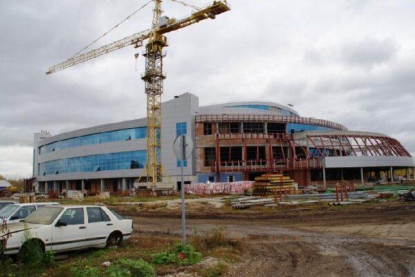 Два КБ-474А на строительстве ледового дворца в Тольятти-2